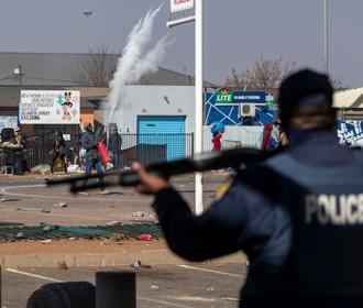 Число жертв беспорядков в ЮАР выросло до 32