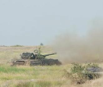 Во время военных учений танк случайно выстрелил в сторону населенного пункта