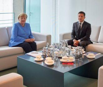Зеленский наградит Меркель орденом