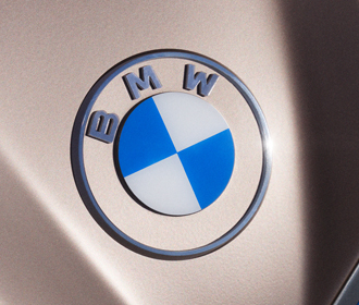 Mercedes и BMW будут искусственно сдерживать выпуск авто для сохранения высоких цен