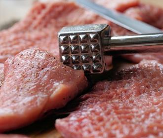 Красное мясо увеличивает риск рака груди - ученые