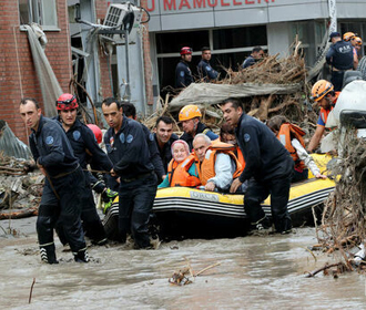 В наводнениях на черноморском побережье Турции погибли не менее 70 человек