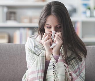 Инфекционист сравнил будущее коронавируса с насморком