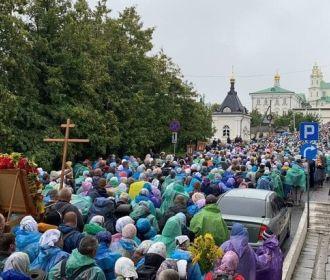Десятки тысяч верующих УПЦ крестными ходами прибыли в Почаевскую лавру
