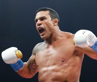Боец UFC, который нокаутировал Холифилда, бросил вызов братьям Кличко