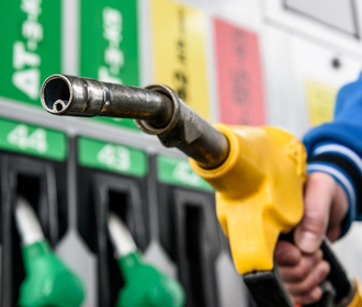 АЗС продолжают поднимать цены на бензин и дизель