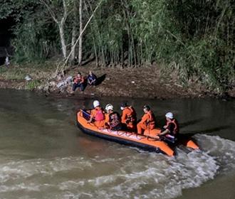 В Индонезии на реке утонули 11 школьников